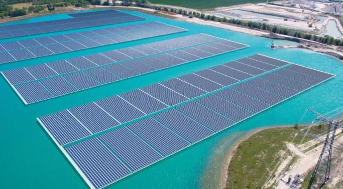 Placas solares flotantes